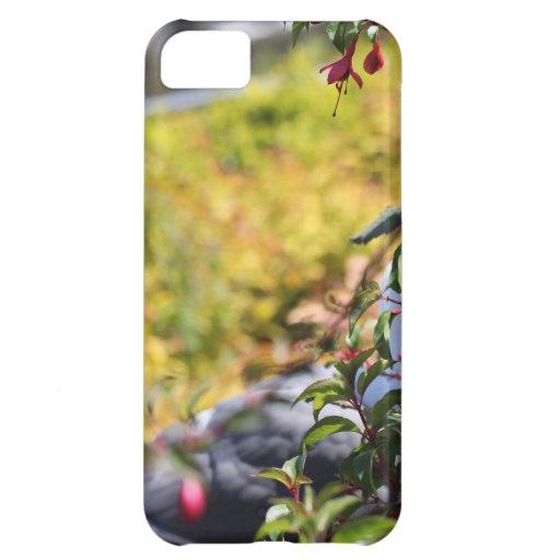 Gaviota detrás de un campo de flores funda para iPhone 5C