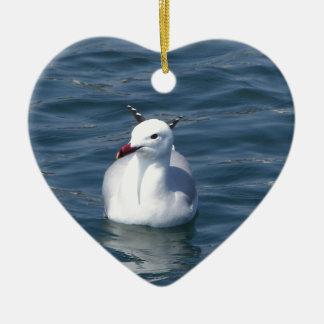 Gaviota en el agua adorno de cerámica en forma de corazón