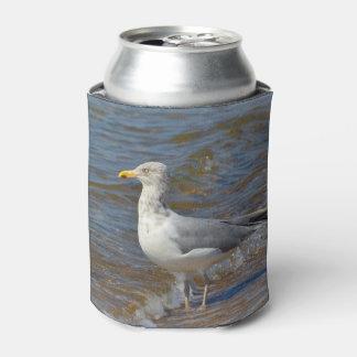 Gaviota en la playa enfriador de latas