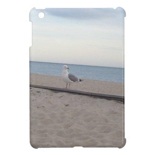 Gaviota en la playa iPad mini carcasas