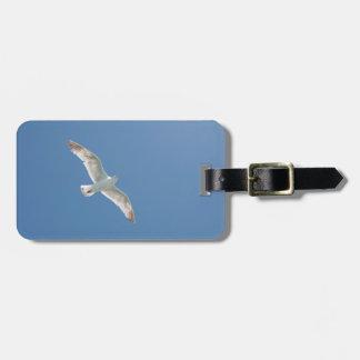 Gaviota en un cielo azul etiquetas para maletas