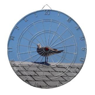Gaviota en un tejado de pizarra tabla dardos