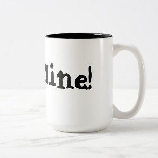 Gaviota en una frontera del blanco del carril tazas de café
