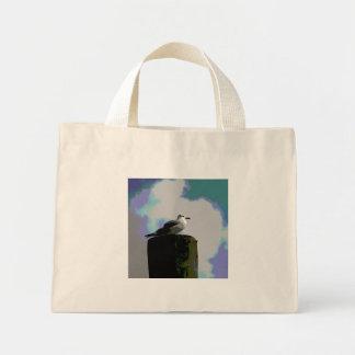 Gaviota que se sienta en una fotografía posterized bolsa