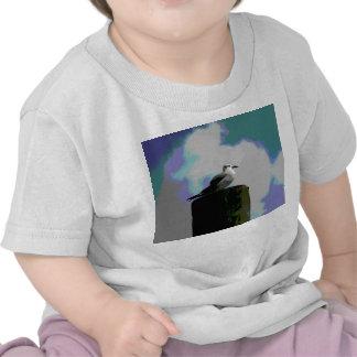 Gaviota que se sienta en una fotografía posterized camiseta