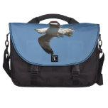 Gaviota que vuela fotografía divertida al revés de bolsas de portátil