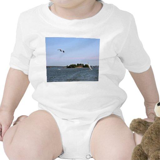 Gaviota sobre el océano traje de bebé