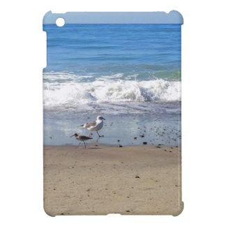 Gaviotas en caso del iPad de la playa el mini