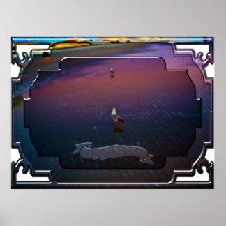 Gaviotas en el borde de las aguas rosadas y azules póster