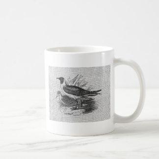 Gaviotas en la arpillera blanca taza de café