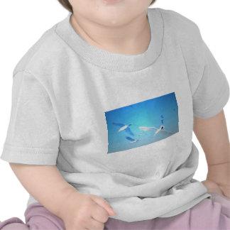 Gaviotas en vuelo camisetas