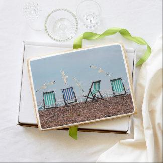 Gaviotas y Deckchairs de la playa