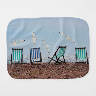 Gaviotas y Deckchairs de la playa Paños Para Bebé