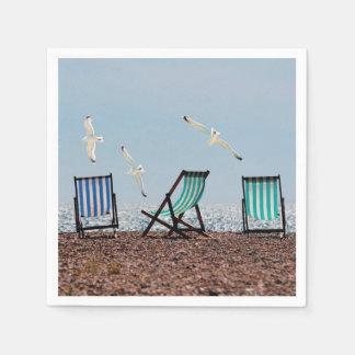 Gaviotas y Deckchairs de la playa Servilletas De Papel