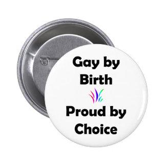 Gay por el nacimiento… orgulloso por la opción pin redondo de 2 pulgadas