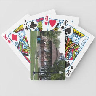Gazebo en el campo común barajas de cartas