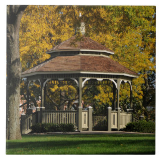 Gazebo en otoño azulejo cuadrado grande