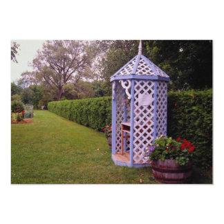 Gazebo rojo del jardín, flores del campo de la invitacion personalizada