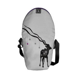 Gazelle con la pequeña bolsa de mensajero de las bolsas de mensajería