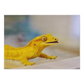 Gecko con cresta emocionado invitación 12,7 x 17,8 cm