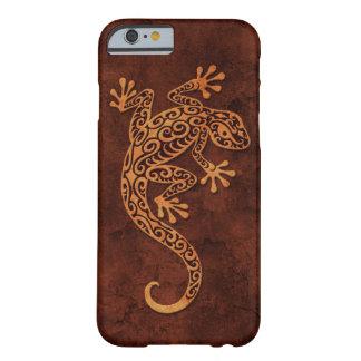 Gecko que sube de la piedra de Brown Funda De iPhone 6 Barely There