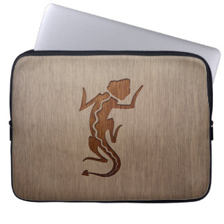 Gecko silhouette engraved on wood design computer sleeve