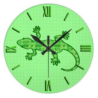 Gecko tribal del batik - cal y verde esmeralda reloj redondo grande