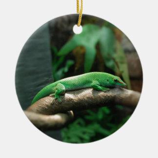 Gecko verde en árbol ornaments para arbol de navidad
