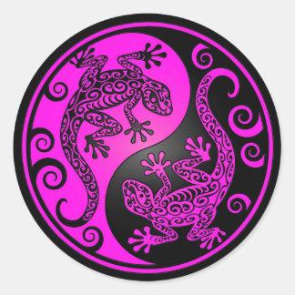 Geckos negros y magentas de Yin Yang Pegatina Redonda