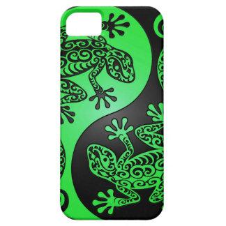 Geckos verdes y negros de Yin Yang iPhone 5 Case-Mate Protectores