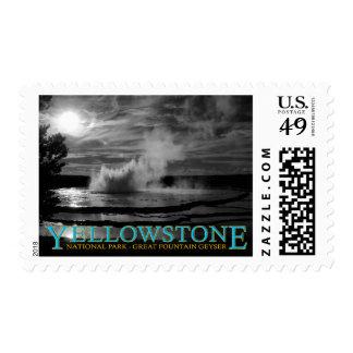 Géiser de la fuente del parque nacional de timbre postal
