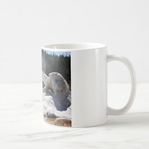 Géiser de la gruta taza básica blanca