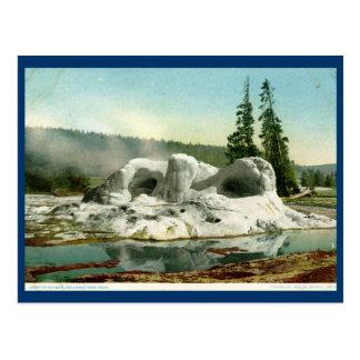 Géiser de la gruta, vintage del parque de tarjeta postal