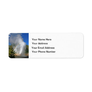 Géiser Yellowstone del arco iris con la cita famos Etiquetas De Remite