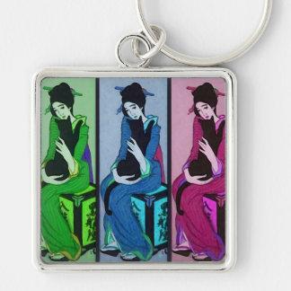 Geisha con el gato llavero cuadrado plateado