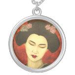 Geisha con los rosas pendientes