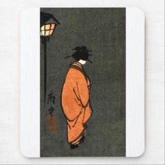 Geisha con túnica anaranjado alfombrilla de ratones