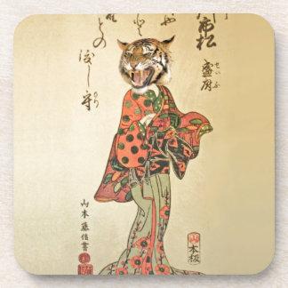 Geisha del tigre con el estampado de flores posavasos de bebidas