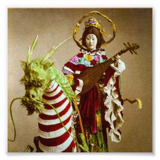 Geisha del vintage vestido como diosa Benzaiten Fotografía