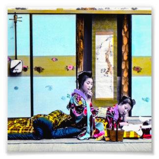 Geisha dos que fuma antes del vintage Japón de la Fotografía