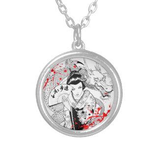 Geisha fresco de la salpicadura de la sangre con e colgantes