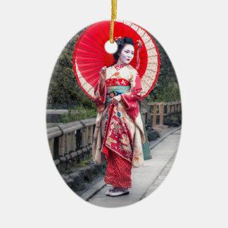 Geisha japonés en Kyoto Adorno Navideño Ovalado De Cerámica