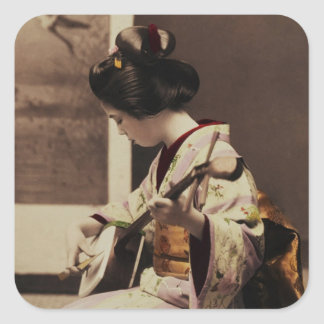 Geisha japonés que juega el shamisen pegatina cuadrada