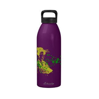 Geisha y flores de cerezo botella de agua reutilizable