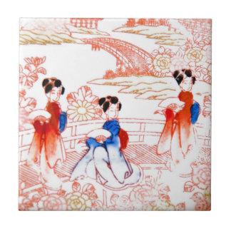 Geishas en jardín azulejo cuadrado pequeño
