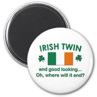 Gemelo irlandés apuesto imán redondo 5 cm