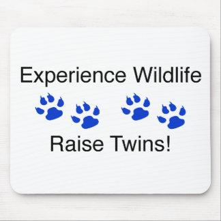 Gemelos del aumento de la fauna de la experiencia tapete de raton