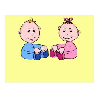 Gemelos del muchacho y del chica postal