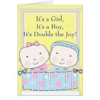 Gemelos en bebé del pesebre, del chica y del mucha felicitaciones