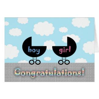 Gemelos lindos muchacho y chica de la enhorabuena tarjeta de felicitación